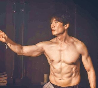 池晟嚴控飲食《惡魔法官》秀肌肉