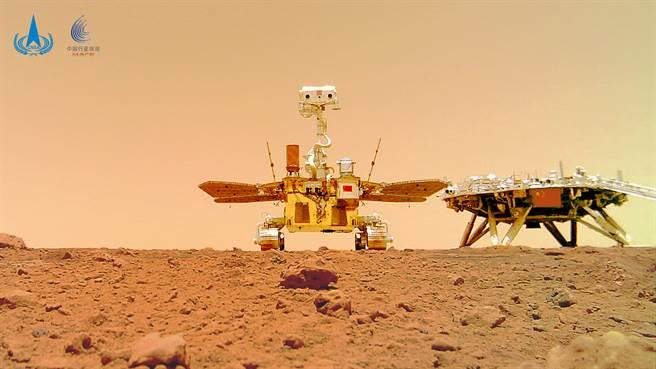 火星的風速可達每秒180米,能形成特大沙塵暴,最嚴重時超過99%的太陽光被阻擋,且持續時間可能長達幾個月,這是對火星探測車最大的考驗。(圖/新華社)