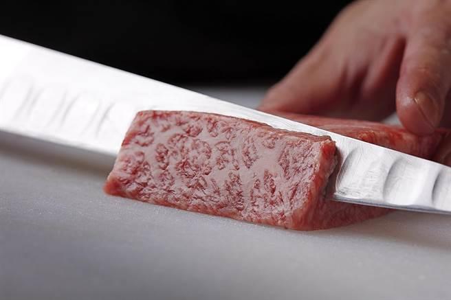 「燒肉的名門·赤虎」推出「手切燒肉外帶組」,所有肉品都是手工分切。。(圖/燒肉的名門·赤虎)