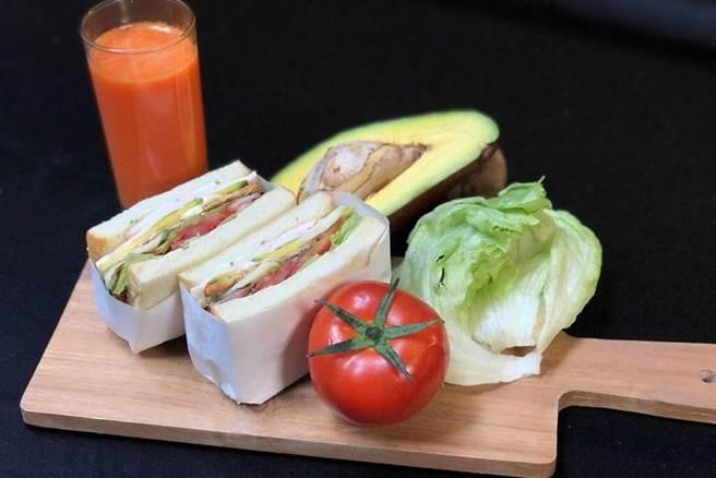 營養豐富的防疫「十明治」。 圖:台北國賓大飯店╱提供