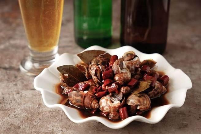 ▲「秘製香辣酒螺」螺肉完全吸收醬汁去除腥味,爽脆有嚼勁。 圖:六福旅遊集團╱提供