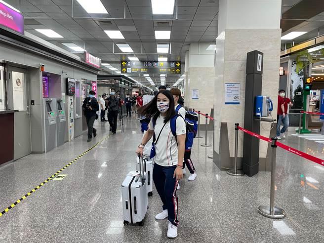 舉重女神郭婞淳出發前往日本,期盼能延續中華隊連續5屆奧運奪金紀錄。(中華奧會提供)