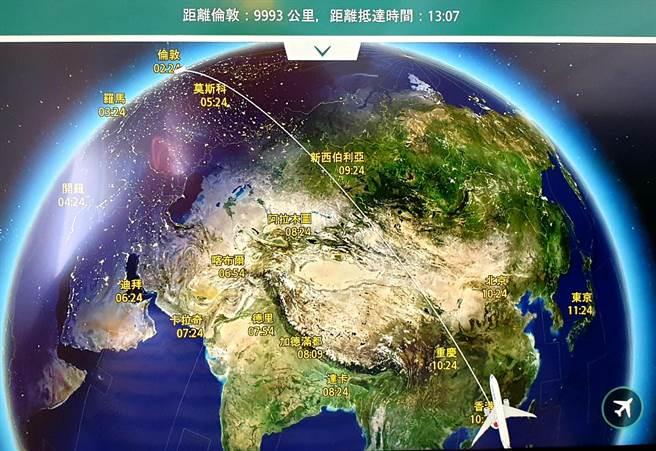 英國以LOTR酌情安排港人入境至今天截止。《香港國安法》實施以來,香港機場淨出境13.9萬人。圖為國泰航空班機香港飛往英國倫敦的航跡圖。(藍孝威攝)