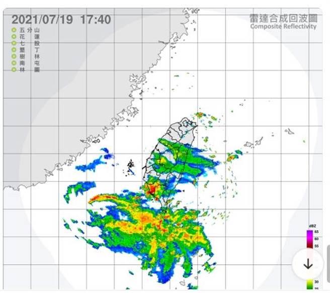中央氣象局雷達回波圖顯示雷雨區佈滿高雄地區。(翻攝中央氣象局雷達回波圖/石秀華高雄傳真)