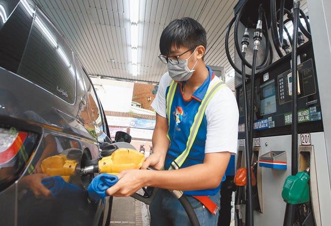 油價連10漲!95無鉛汽油漲破每公升30元大關,來到30.1元,刷新2019年6月3日以來新高紀錄。(本報資料照片)