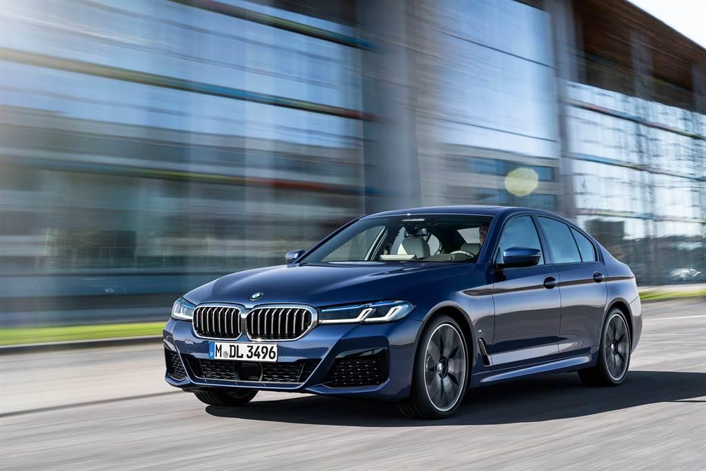全新BMW 5系列現正提供180萬60期零利率專案或三年零利率尊榮租賃專案,本月入主更加贈一年乙式全險。