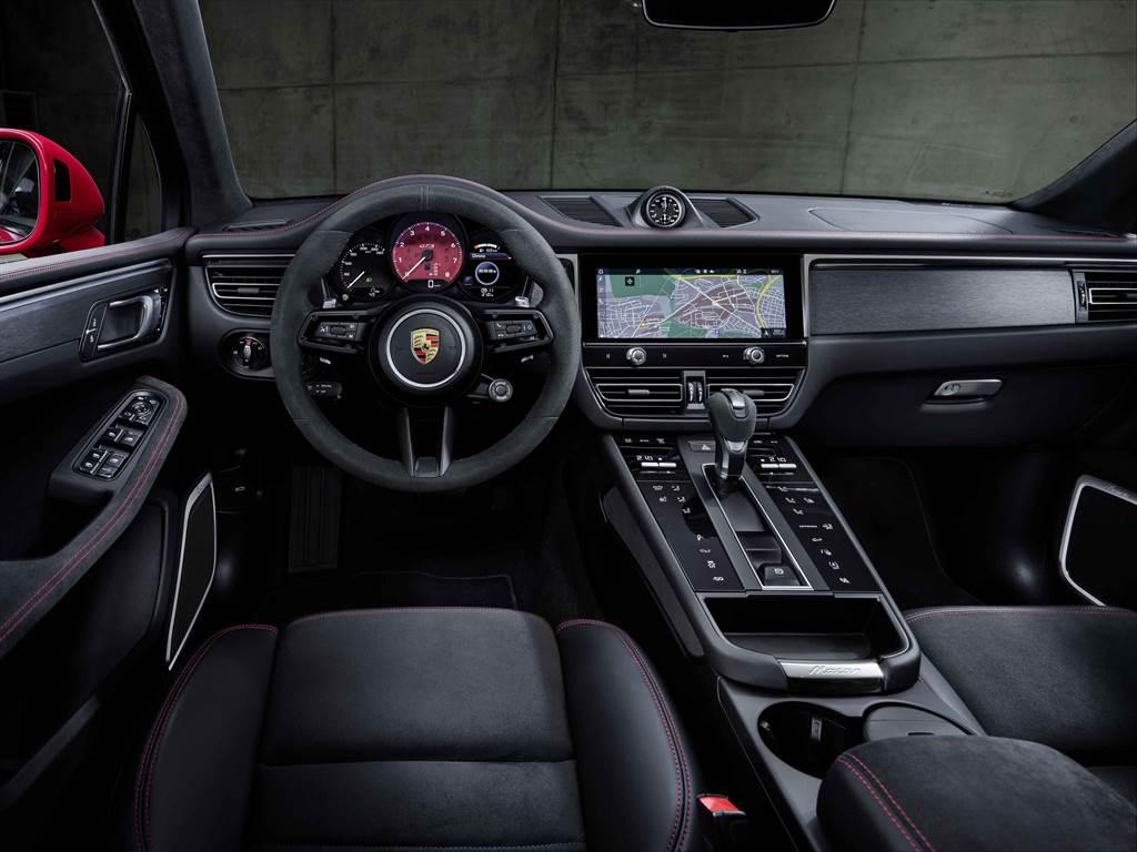 全新Macan內裝設計大幅進化,包含添增了極具現代感、優雅風格的中控台。