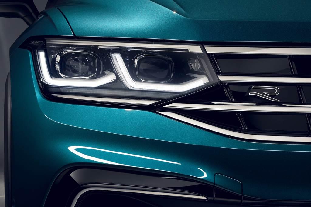 透過IQ.LIGHT智慧燈組的LED Matrix 矩陣式頭燈,提供駕駛最佳照明視距。