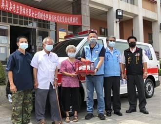金門鐵工廠老夫婦送愛 捐新款救護車給消防局