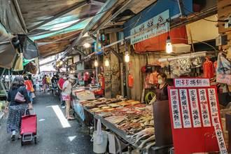 疫情衝擊市場和夜市經濟 竹東鎮減免攤商2個月租金