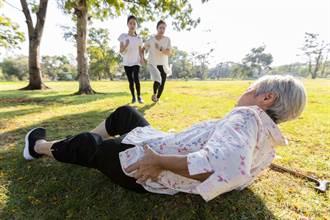 疫情讓人冷漠?晨運阿北跌倒 3阿桑「腰痛、脊椎傷、無力」拒幫