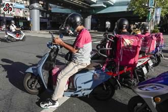 颱風天外送 職安署:承攬外送員、外送平台皆要受罰