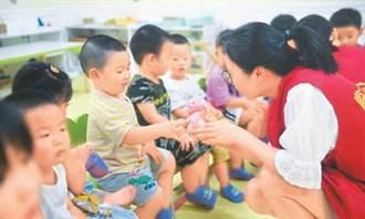 大陸發布三孩生育配套政策 2025年人口結構逐步優化