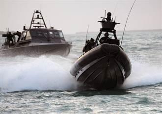 巾幗英雌  美國海軍出了首位特戰舟艇女水兵