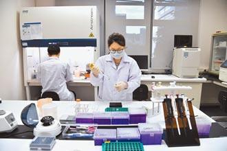 21位專家參與審查 僅1人不同意 壓倒性通過 高端疫苗取得EUA 8月供貨