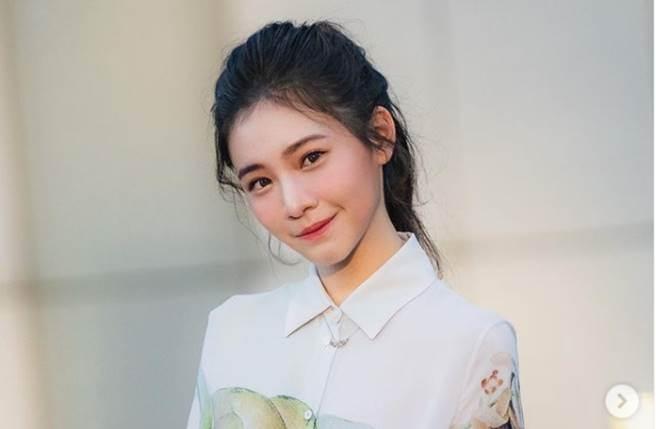 李㼈17歲愛女李紫嫣外型出眾、超氣質。(圖/取材自李紫嫣Instagram)