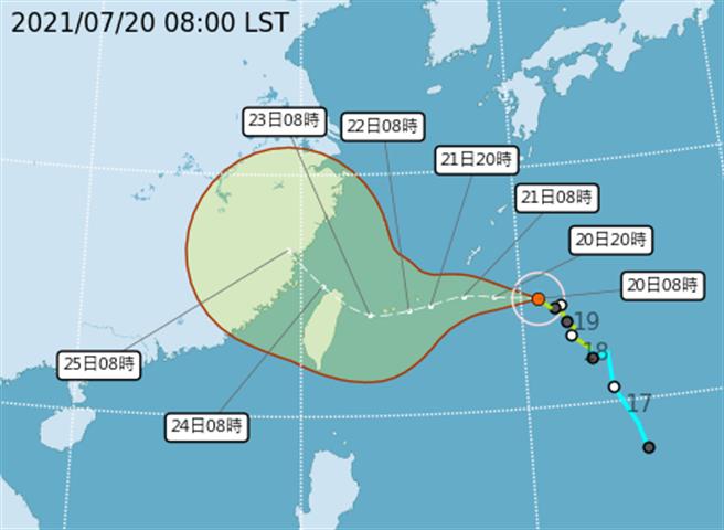 圖為氣象局今天稍早最新的烟花路徑預測,颱風向西北逐漸接近台灣,周五、周六颱風暴風圈碰觸陸地,如果登陸,雨勢會更強烈,預計雨勢以中部以北、東北部最劇烈。(翻攝自氣象局)