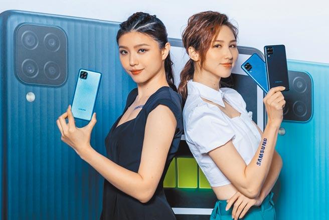三級警戒打趴手機買氣,6月創下36.2萬台的窒息量,僅萬元以下中階機款稍有熱度。圖為台灣三星發表Galaxy M12。(三星提供)