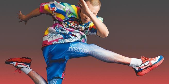 「KANSAI YAMAMOTO × SKECHERS」聯名球鞋融合時尚與日本傳統歌舞伎之美。(寬齋Super Studio提供)
