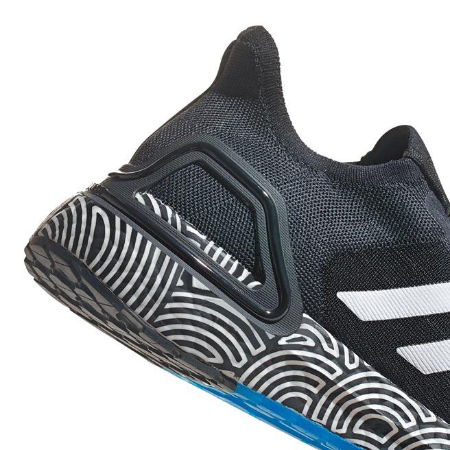 高橋理子與adidas的聯名系列鞋款,獨特的圖案印製在中底,兼具彈性的意象。( adidas提供)