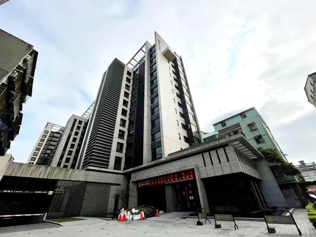 「鄉林淳詠」位蘆洲舊市區生活圈,持有屋主在今年疫情爆有15%獲利。 (全國不動產蘆洲中正店提供)