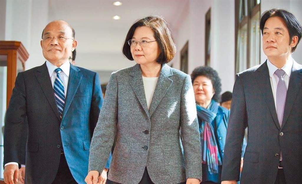 左起:行政院院長蘇貞昌、總統蔡英文、副總統賴清德。(圖/總統府提供)