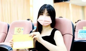 台南美女老師打疫苗 網看照片暴動:想重讀小學