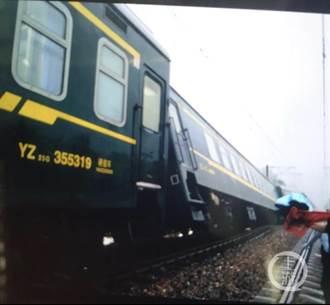 鄭州暴雨衝垮路基致列車車廂傾斜 司機急停救全車