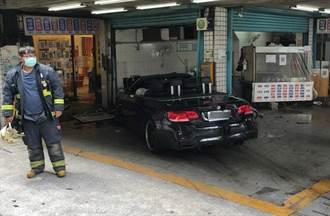 BMW敞篷跑車衝進小吃店!無辜3員工與2駕駛受傷送醫