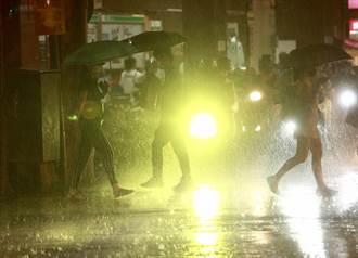 中颱烟花超猛雨彈開炸 首波暴雨擴大 夜襲8縣市