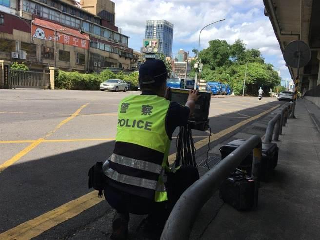 警方將運用移動式測速照相等設備加強取締交通違規。(翻攝照片/林郁平台北傳真)
