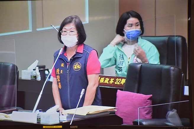 縣議員陳碧華要求加強永和山水庫進水效能。(謝明俊攝)