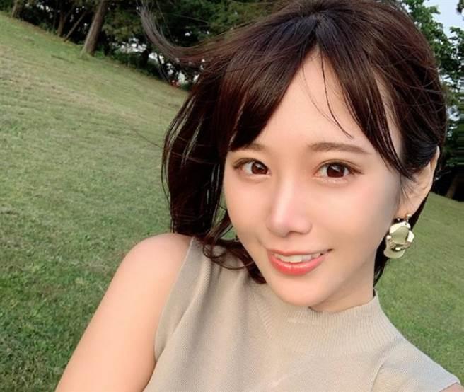 日本寫真女星日向葵衣。(圖/ 摘自日向葵衣IG)