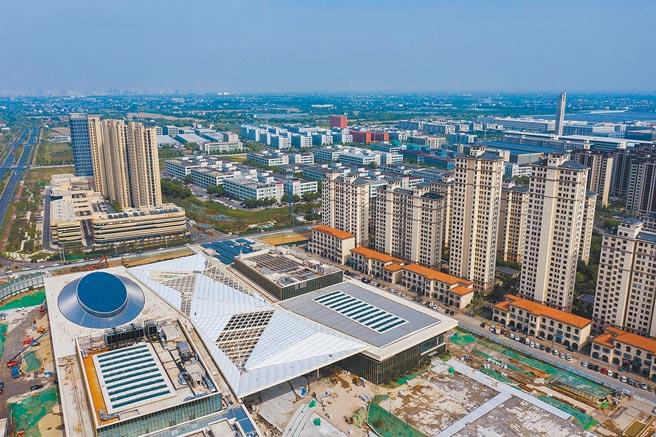 中國浙江省19日發布《浙江高品質發展建設共同富裕示範區實施方案(2021—2025年)》,在科技投資、居民收入、就業教育、住房等領域提出具體施策。圖為浙江湖州大力推進美麗城鎮建設。(新華社)