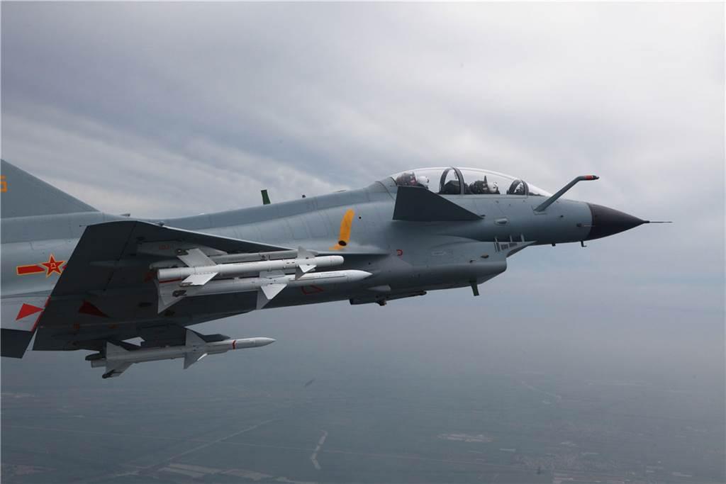 殲-10C曾多次參與侵擾台灣防空識別區的任務。(圖/新華社)