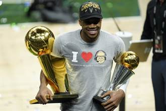 NBA》字母哥賽後「偷」兩座獎盃 跑速食店點50個雞塊