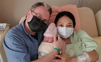 葉瑋庭今產下藍眼混血女寶寶 一家三口感動相擁