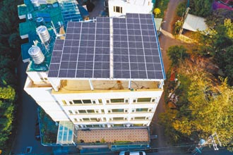 天晴將屋頂變電場 被動收入好標的