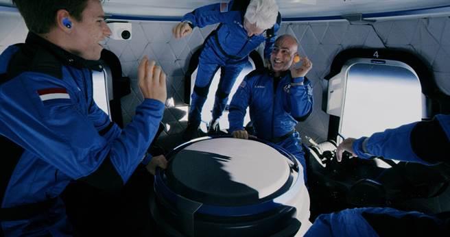 太空旅行任務成功 貝佐斯讚「最棒的一天」