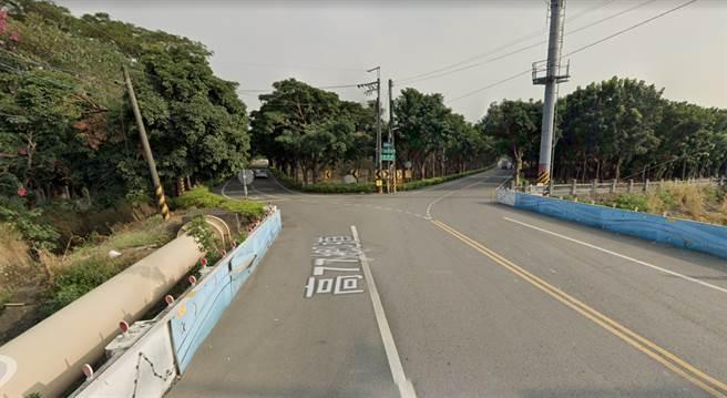 高雄潮寮路的一處路口,完全和動畫《DYNAMIC CHORD》中出現的Y字路一樣,意外在日本爆紅。(圖/翻攝自Google地圖)