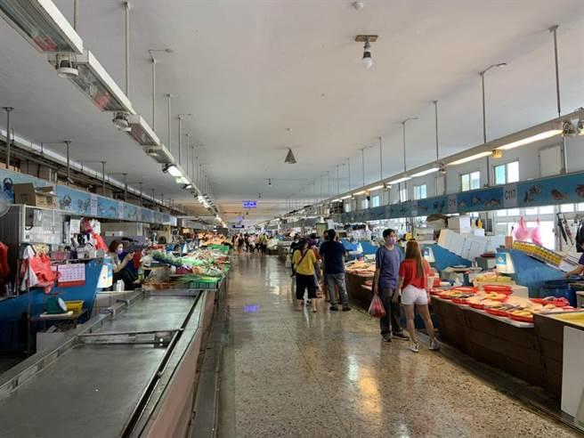梧棲漁港直銷中心各據點租金,至今無法納入紓困對象。(陳淑娥攝)