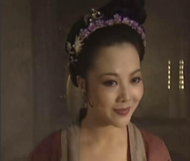 梁麗把《水滸傳》中的母夜叉孫二娘詮釋得維唯妙唯肖。(圖/ 摘自微博)