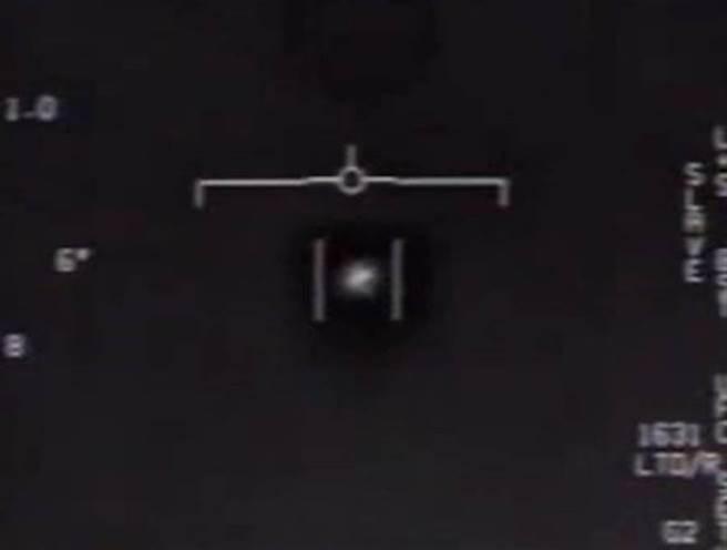 五角大厦爆有23分钟超清晰UFO影片 前美官员揭诡异行径