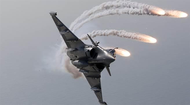 法国飙风演习大赢俄国Su-35  电战系统取胜