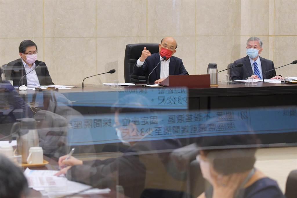 行政院長蘇貞昌今召開擴大防疫會議,會中拍板防疫警戒將於7月27日起降為二級。(行政院提供)
