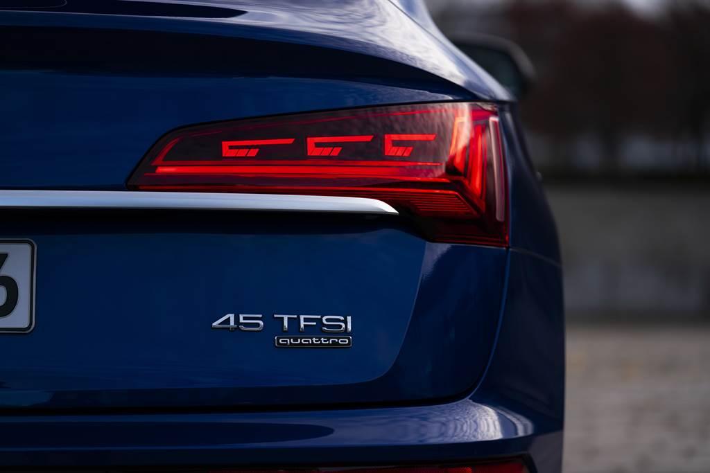 OLED尾燈除了展現個性外,更有警示後車的功能。