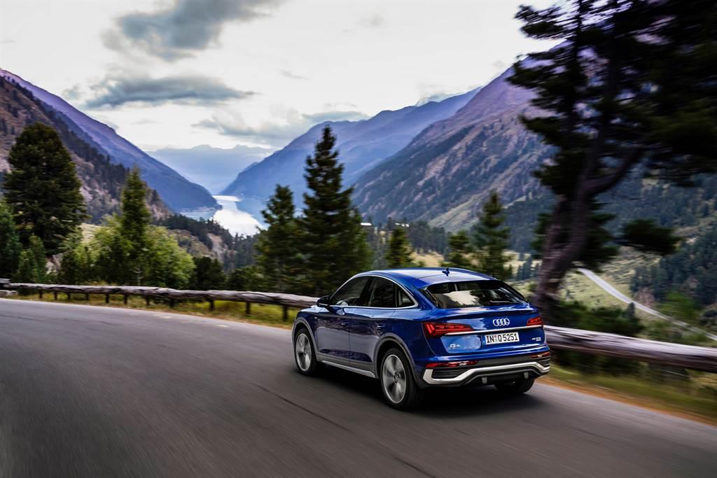 Q5 Sportback標配齊全的主被動駕駛輔助系統,提供全方位安全防護。