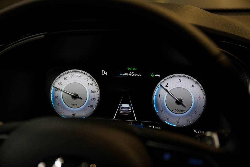 在小改款後Santa Fe已經達到Lv.2半自動駕駛等級,可大幅降低長途駕駛的負擔。