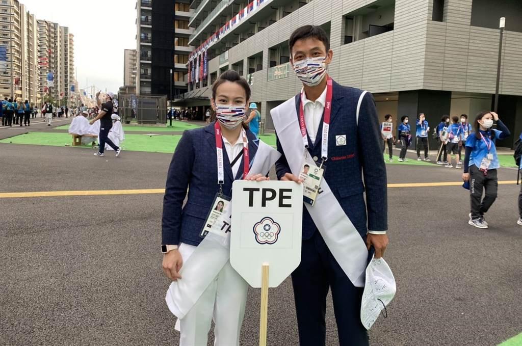 東京奧運今晚7時開幕,中華代表團掌旗官盧彥勳(右)、郭婞淳已經抵達開幕式的新國立競技場。(中華代表團提供)