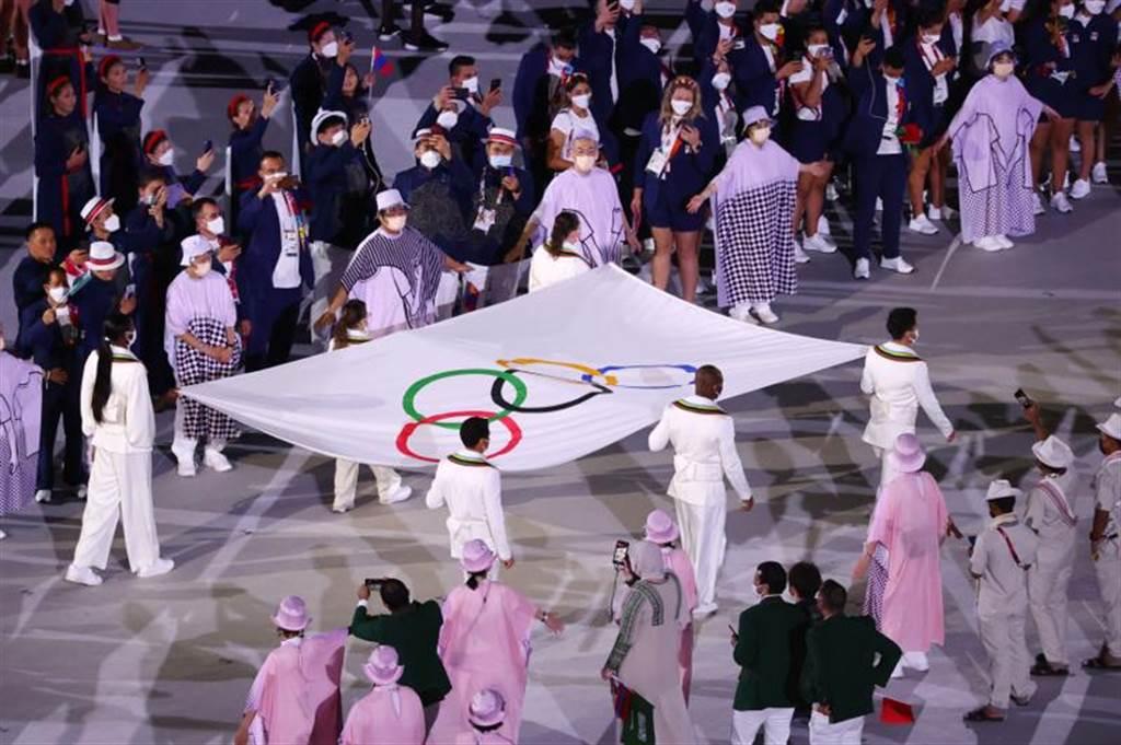 奧運會旗進場(路透社)